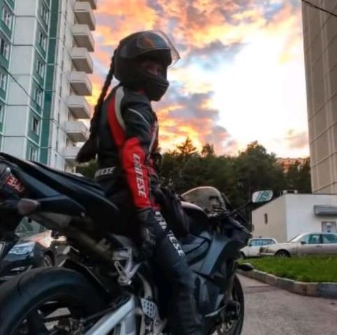 Девушка публиковала в соцсетях фотографии и видео с мотоциклами / Ace Swe –YouTube