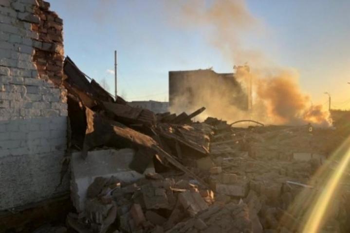Под завалами завода в Гатчине нашли тело третьего погибшего