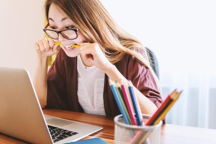 Чтобы вырастить девочку-ученого, достаточно правильно ей помочь / www.pixabay.com