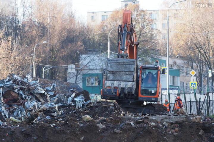 При сносе объектов задействовано около 50 человек и 26 единиц техники