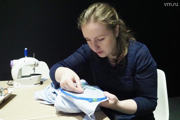 На несколько десятилетий вышивка и вязание для многих женщин стали «немодными», точнее, «несовременными» / Павел Волков, «Вечерняя Москва»