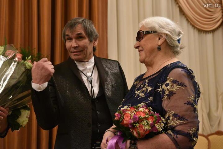 """Даже дату для регистрации специально не выбирали, - говорит Алибасов. - Просто предложил: «Пойдем, распишемся»! А она согласилась. Но на самом деле к этому шагу я шел более десяти лет / Пелагия Замятина, """"Вечерняя Москва"""""""