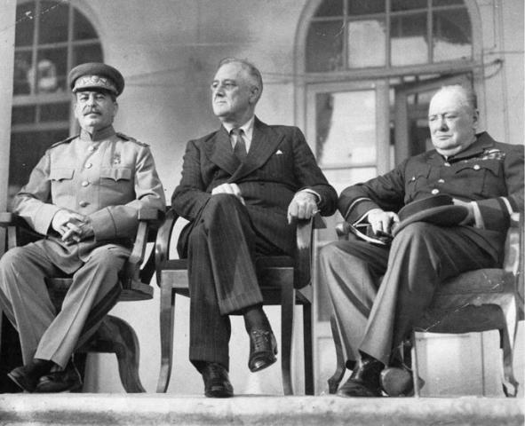 На Тегеранской конференции 1943 годаИосиф Сталин, Франклин Рузвельт и Уинстон Черчилль (слева направо) договорились об открытии Второго фронта в Европе / из личного архива историка Александра Оришева