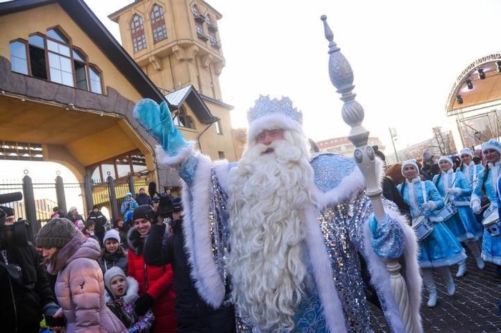 После представления Дед Мороз появился перед ребятами, поздравив их с наступившей зимой / Агенство городских новостей «Москва»