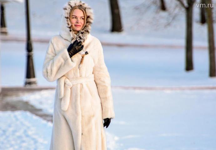 Из-за обильного непрекращающегося снегопада на дорогах быстро образовался гололед / Пелагия Замятина, «Вечерняя Москва»