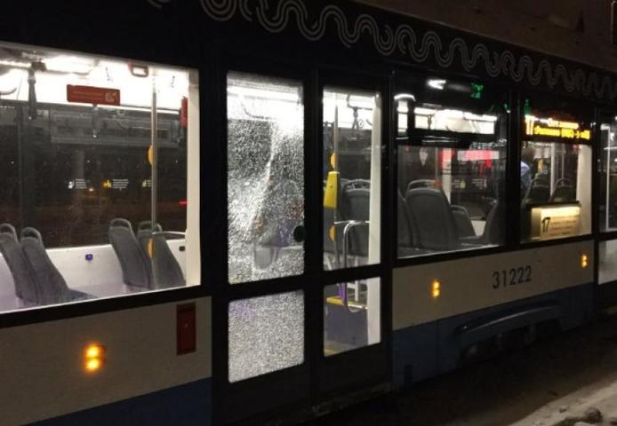 Неизвестные обстреляли трамваи на северо-востоке Москвы