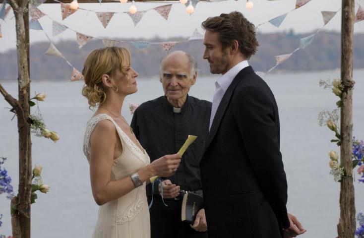 """Впрочем, это всегда личное и заранее спланированное желание, так что почему бы и нет / кадр из фильма """"Свадьба"""" (2010)"""