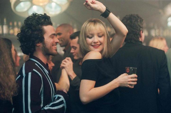 """Если девушка уловит заискивающий тон, то не станет знакомиться / кадр из фильма """"Развод"""" (2003)"""