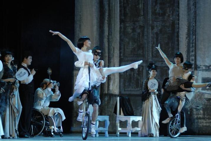 Сказка с фокусами: классический балет исполнят артисты цирка