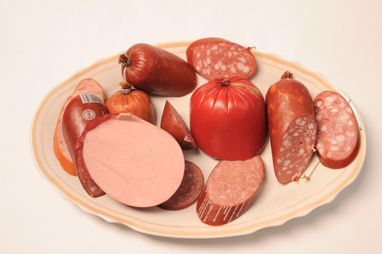 При выборе колбасы всегда смотрите состав, который находится на этикетке. Обратите внимание, какой вид мяса указан на первых трех позициях / https://pixabay.com