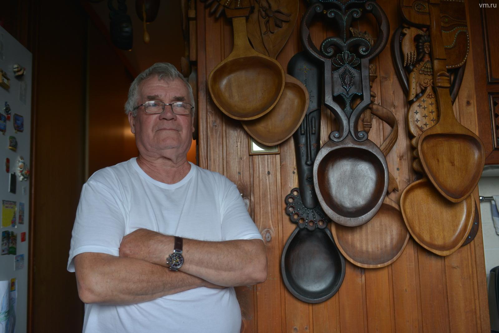 Работы Анатолия Ивановича побывали в Берлине, Кельне, на Кипре, его вазы, подносы, ложки, ключи все чаще «переезжали» в квартиры знаменитостей