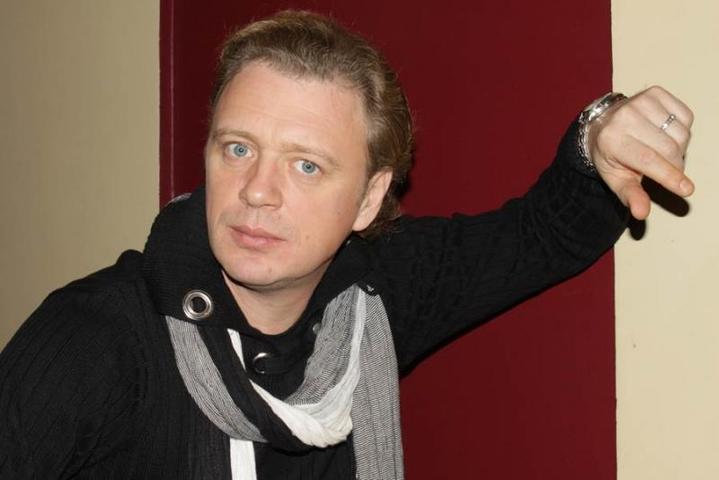 «Кабала святош» — это спектакль о памяти, о продолжении, о вере в то, что мы делаем, о наших корнях (На фото: Олег Леушин) / http://www.olegleushin.ru/Официальный сайт Олега Леушина