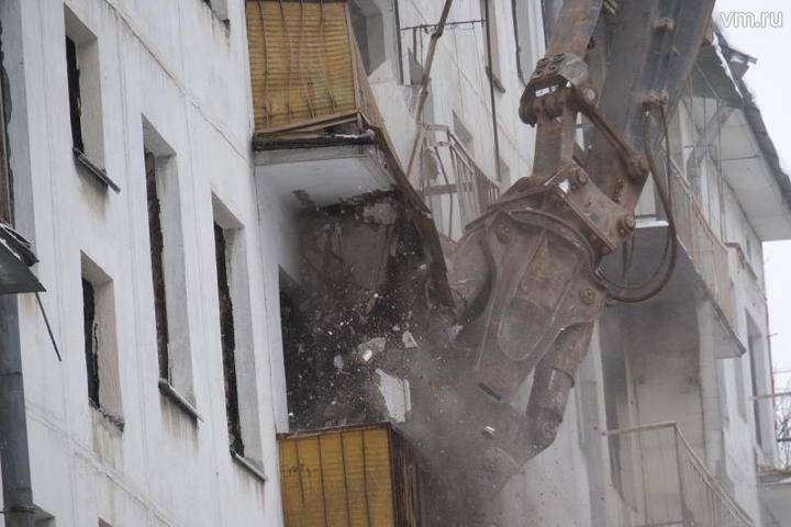 Расселенную пятиэтажку на Городецкой улице начали сносить
