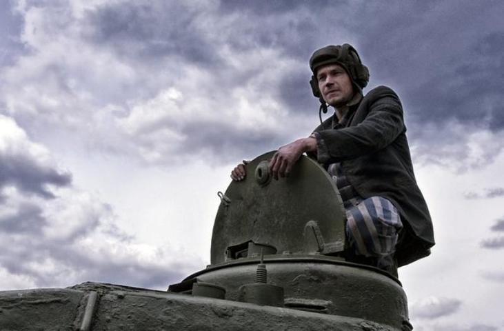 """Получилась не драма, а веселые картинки про танки из популярной онлайн игры / кадр из фильма """"Т-34"""""""