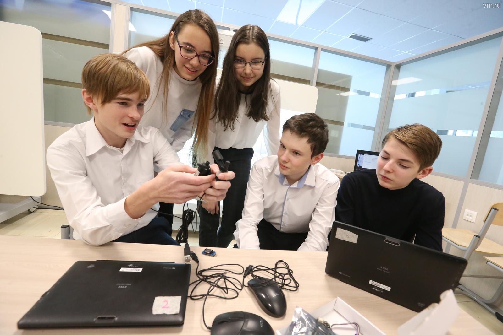 В разработке принимают участие ученики инженерных классов столичных школ