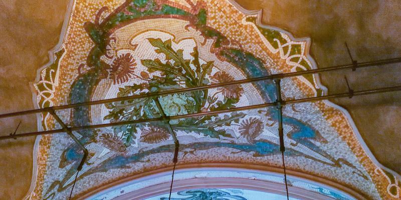 Над дизайном работал знаменитый архитектурный декоратор Эдуард Ниерман, оформивший знаменитое кабаре «Мулен Руж» / www.mos.ru