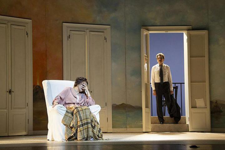 На сцене представлены три дня из жизни семьи простых итальянцев / Валерий Мясников, пресс-служба театра Вахтангова