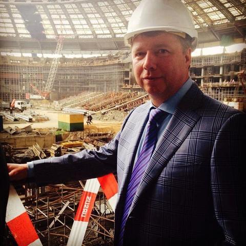 Владимир Черников проверяет строительство стадиона «Лужники» / https://www.instagram.com/v.v.chernikov/