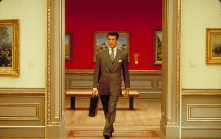 """Специалисты полагают, что инциденты в музеях неизбежны вне зависимости от строгости охранных мер, поскольку главной причиной является человеческий фактор / кадр из фильма """"Афера Томаса Крауна"""""""