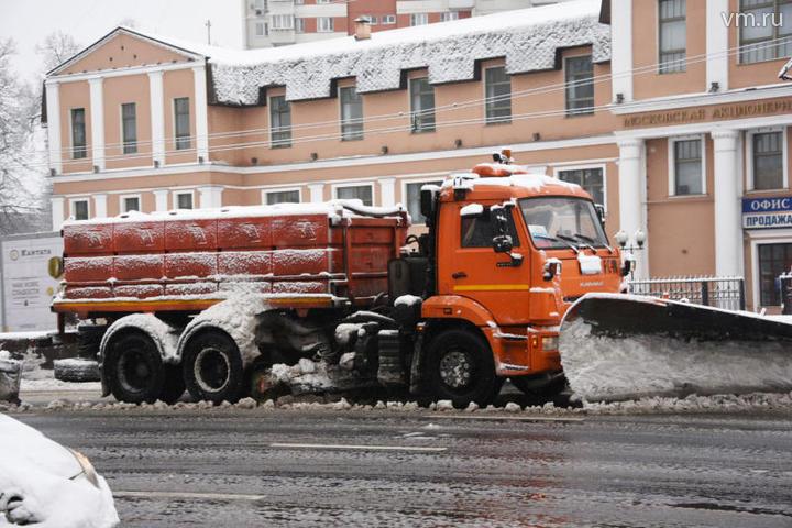 "Уборка снега на Каширском шоссе / Пелагия Замятина, ""Вечерняя Москва"""