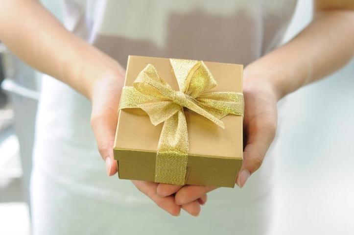 Мужскиеноски, как и пена для бритья, являются одним из самых распространенных подарков / https://pixabay.com/ru/