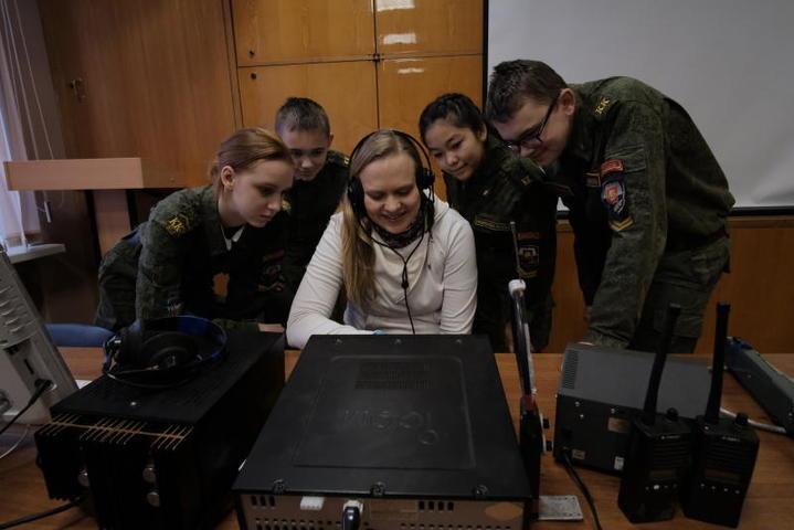 Преподаватель рассказывает, на каких частотах чаще работают «телеграфом» / Максим Аносов, «Вечерняя Москва»