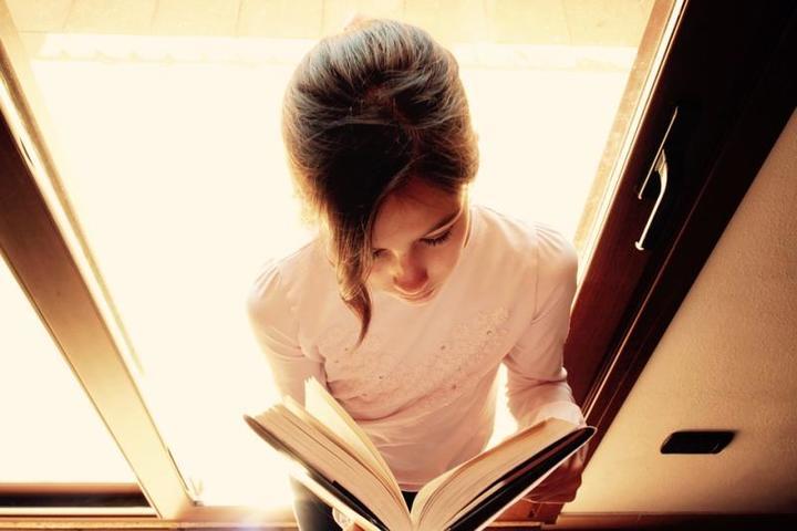 Ваш ребенок начнет читать быстро и легко, когда суммарное время его чтения достигнет ста часов / https://pixabay.com/ru