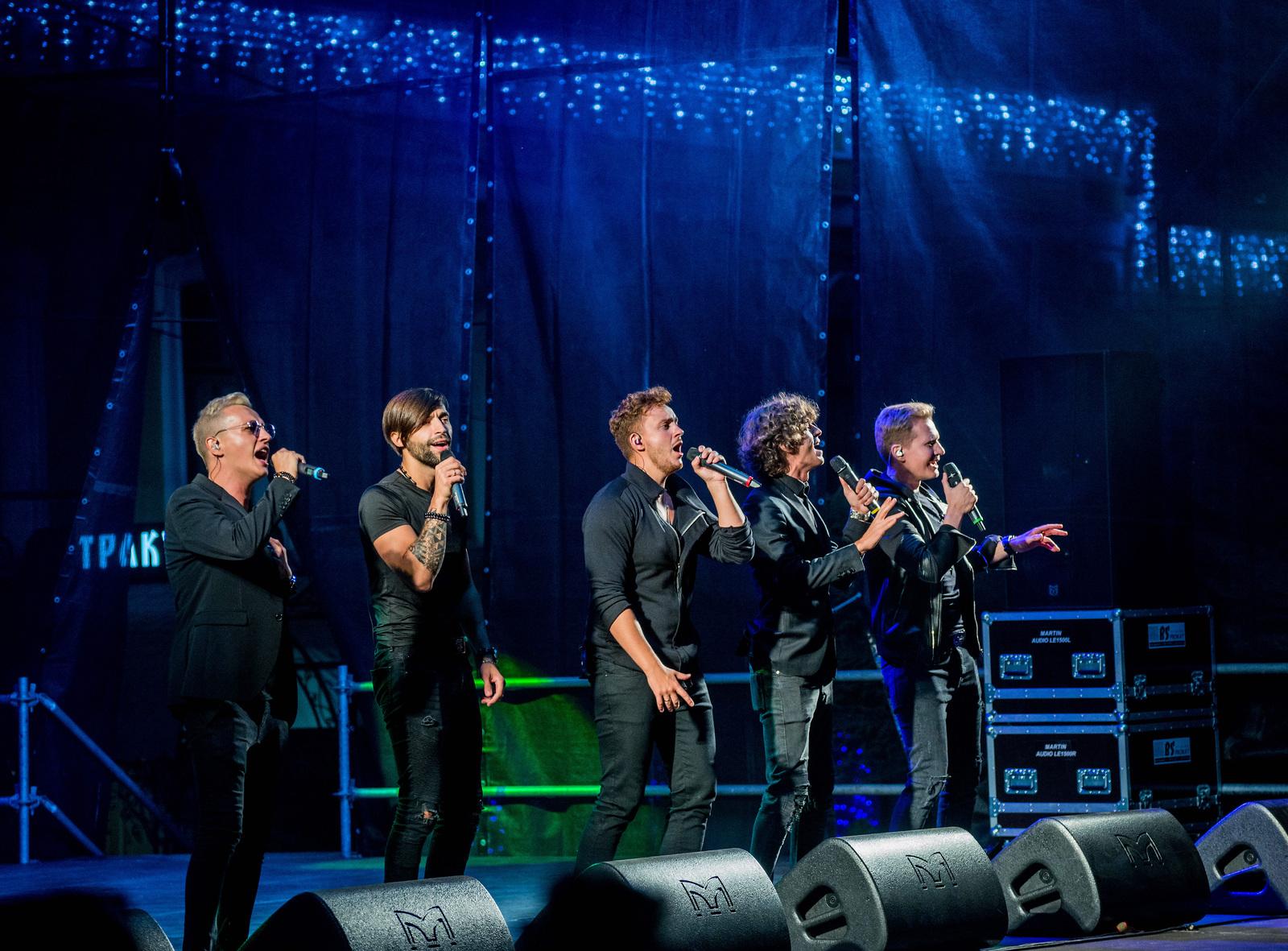Участники группы «Пятеро» (слева направо): Евгении Сапелов, Евгений Гаранин,Павел Киселев, Владислав Албанов и Антон Иванов