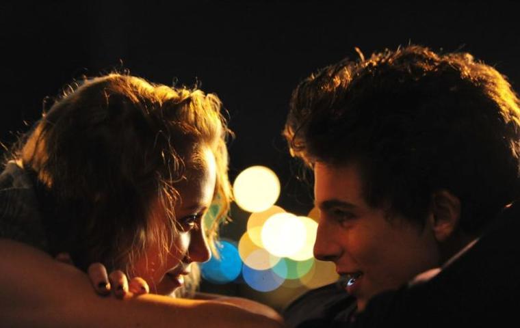 Девушка умерла после поцелуя со своим возлюбленным