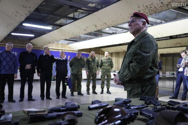 Перед началом соревнования участников по-армейски выстраивают в шеренгу / Григоров Гавриил