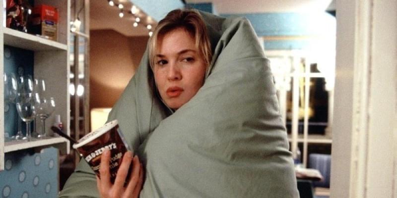 """Желание наедаться на ночь — это прямое следствие стрессов / Кадр из фильма """"Дневник Бриджит Джонс"""""""