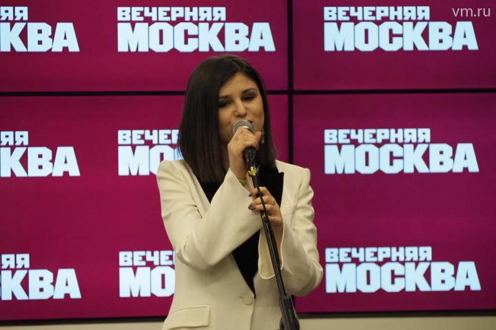 В честь открытия сезона перед пресс-секретарями выступила Аделина Моисеева - автор песен, композитор, четвертьфиналистка проекта «Голос».