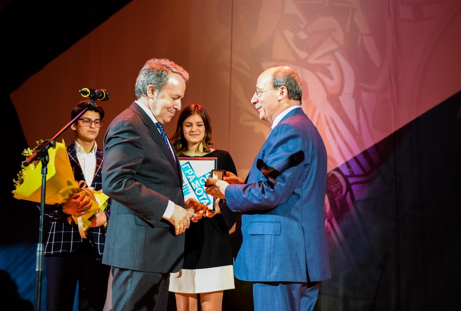 Чрезвычайный и Полномочный посол Греции в России, Андреас Фриганас поздравил всех собравшихся