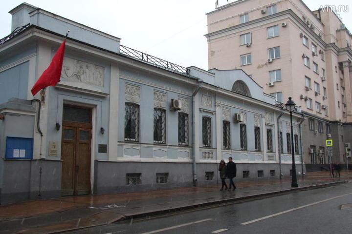 """Дом, где жил Берия на Малой Никитской. Теперь тут посольство Туниса / Екатерина Якель, """"Вечерняя Москва"""""""