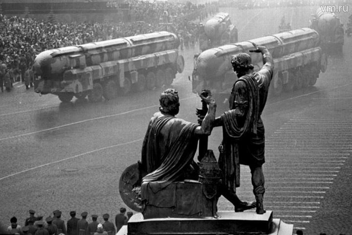Последний военный парад эпохи СССР на Красной площади. Москва, 7 ноября 1990 года / Алексей Белянчев, «Вечерняя Москва»