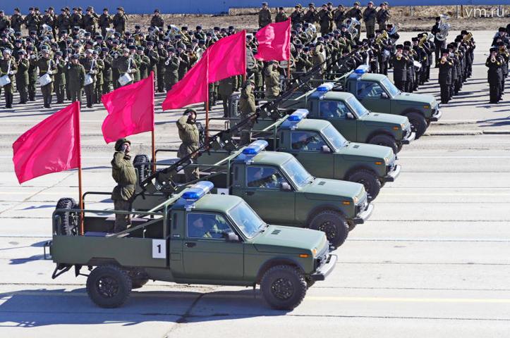 Сила армии — в единстве, поэтому парад — одна из самых эффектных демонстраций военной мощи / Антон Гердо, «Вечерняя Москва»