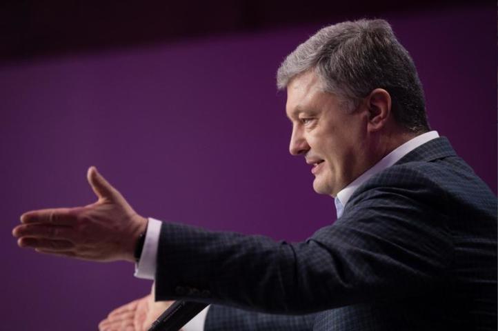 Ранее Госбюро расследований Украины заявило, что экс-президент страны Петр Порошенко фигурирует в 12 уголовных делах