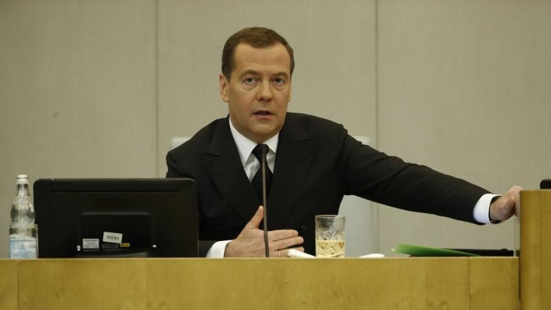 Дмитрий Медведев поручил внедрить службу комиссаров на федеральных трассах по всей России