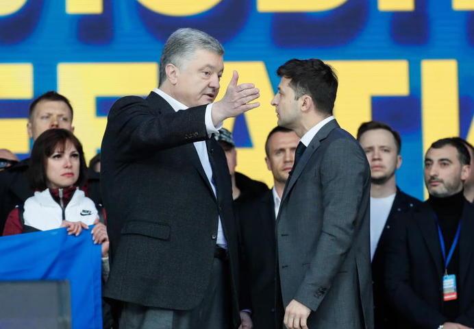 19 апреля на киевском стадионе «Олимпийский» прошли дебаты между действующим президентом Петром Порошенко и шоуменом Владимиром Зеленским / Сергей Долженко/EPA/ТАСС