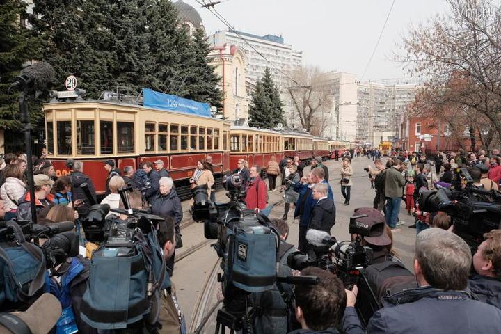 Колонна трамваев двинулась от депо имени Апакова на Шаболовке / Максим Аносов, «Вечерняя Москва»