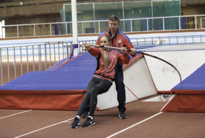 18-летняя спортсменка рассказала «ВМ» о том, как побеждает свои страхи, прыгая с шестом / Борис Бухтияров
