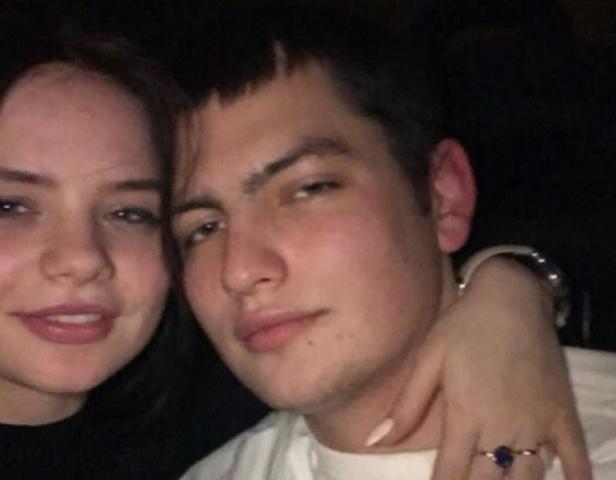 Юный герой мечтал сам покорять небеса.На фото:погибший борпроводникМаксим Моисеев и его бывшая возлюбленная Александра / https://www.instagram.com/levalsay/
