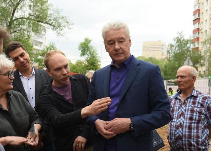Глава города отметил, что это здание было построено еще в 1860 году / Владимир Новиков, «Вечерняя Москва»