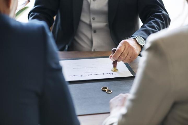 Безответственное отношение к браку приводит к тому, что в комитет Госдумы приходит необычайно высокое количество жалоб по вопросам алиментов / https://pixabay.com/ru/