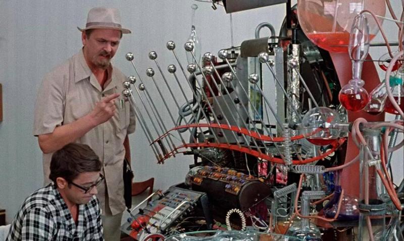 Такие компьютеры больше похожи на декорации из фантастического фильма / кадр из фильма «Иван Васильевич меняет профессию»