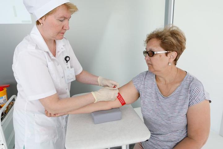 """В павильонах можно пройти ряд исследований, измерить внутриглазное давление, сделать ЭКГ, сдать анализы крови / Андрей Никеричев / АГН """"Москва"""""""