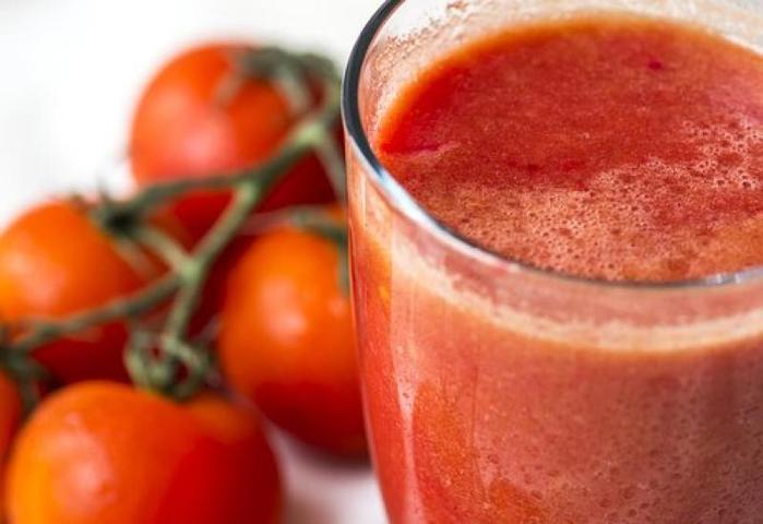 Положительный эффект от употребления томатного сока наблюдался как у мужчин, так и у женщин / https://pixabay.com