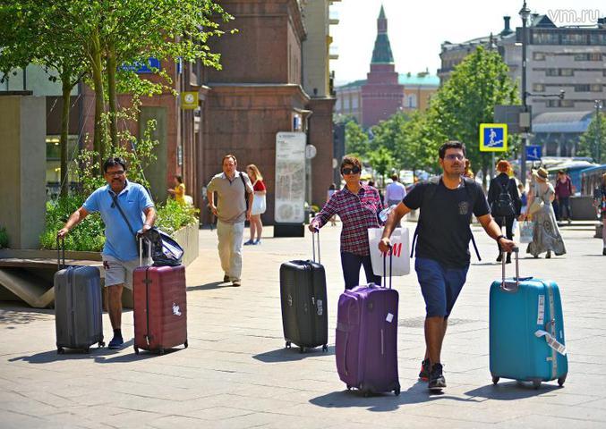 Если турист, который покупает пакет услуг в агентстве, может рассчитывать на помощь оператора, то путешественник, который собрался ехать дикарем, должен полагаться только на себя / Александр Кожохин, «Вечерняя Москва»