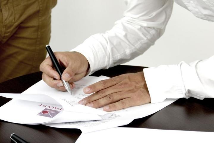 Никогда не подписывайте документы, которые вам предлагает незнакомый человек / pixabay.com