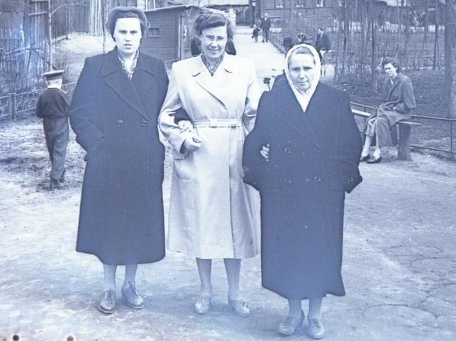А эта фотография сделана на месте сквера в Большом Факельном переулке в 1956–1958 годах. Тогда территория выглядела совсем иначе / PASTVU.COM